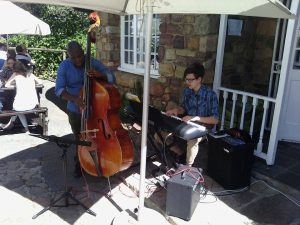 Musicians at Rhodes Memorial Restaurant in Cape town